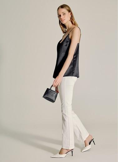 NGSTYLE Zincir Detaylı Saten Bluz Siyah